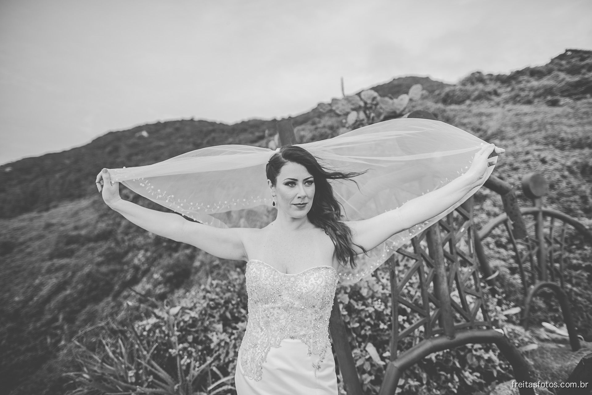 TRASH THE DRESS STEFANIE E WILLIE